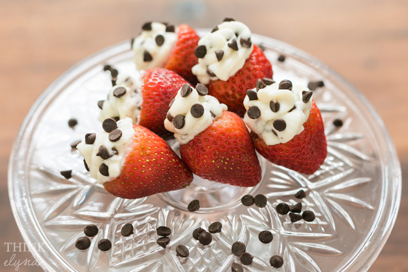 Cannoli Filled Strawberries is an easy Valentine's Day Recipe // www.thinkelysian.com