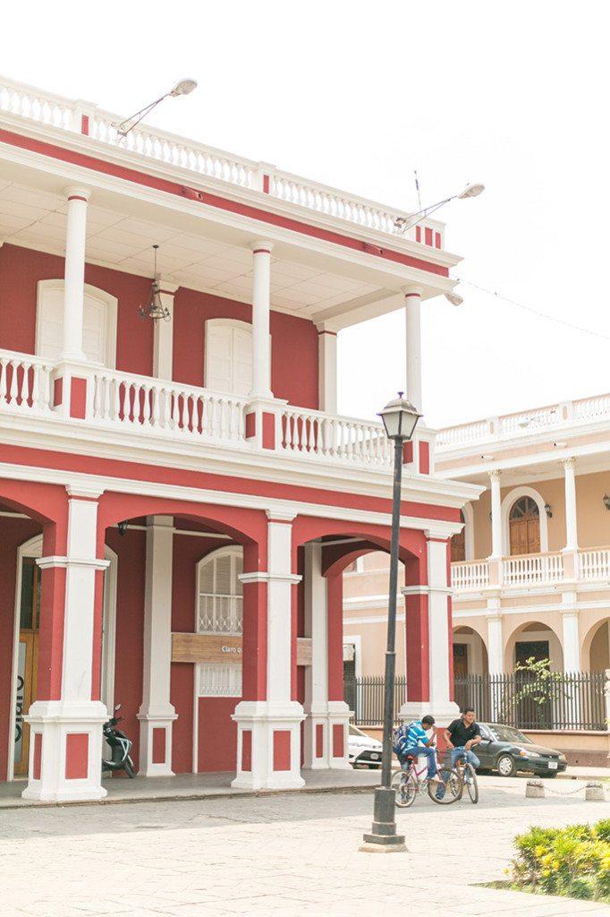 Travel Diary: Traveling in Nicaragua. Exploring Granada! - www.thinkelysian.com
