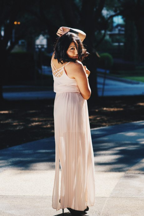 Fashion blogger Mayra from MAYRALAMODE featured on Think Elysian Boutique in a blush pleated chiffon maxi dress with back detail // www.thinkelysian.com