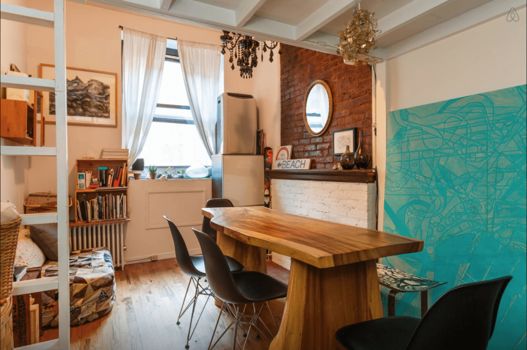 Affordable Rentals in New York City + My favorite cozy scarfs for your trip from Think Elysian Boutique // www.thinkelysian.com