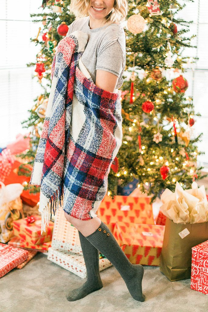 I love this comfy holiday look with Aerie's super soft blanket scarf! #aeriereal #aerieHAULiday // www.thinkelysian.com