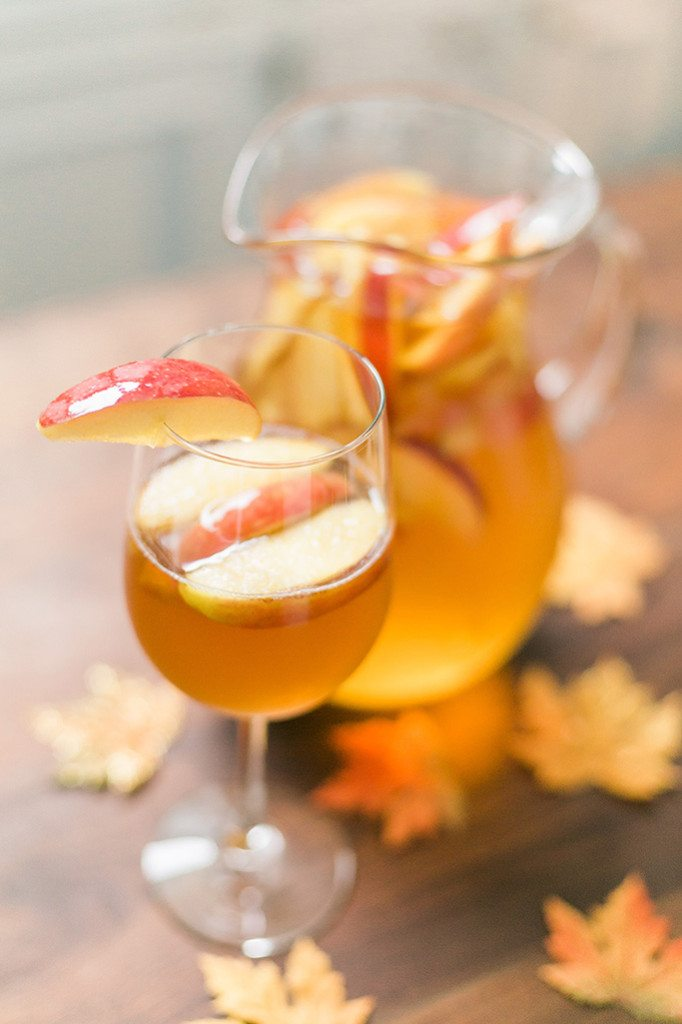 This Caramel Apple Sangria is such a hit for any holiday party - and only 4 ingredients! Cozy up next to the fire & enjoy this yummy easy drink! // www.thinkelysian.com