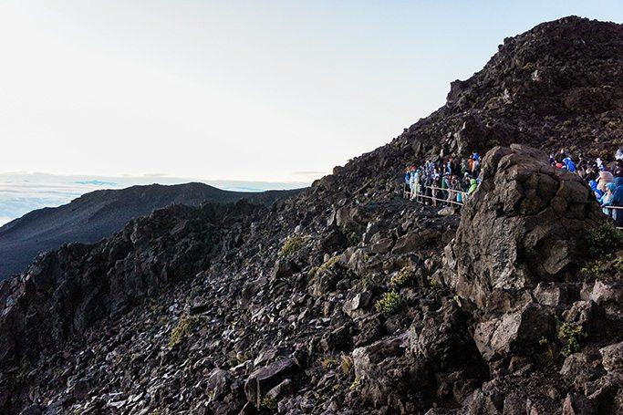 Cheap things to do in Hawaii: Bike down the Halekana Volcano in Maui // www.thinkelysian.com
